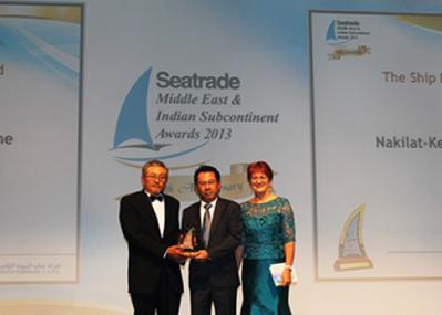 Award presentation: Photo credit N-KOM