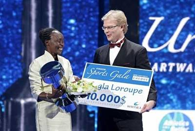 Award to Tegla Loroupe: Photo credit Wärtsilä