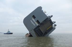 Car carrier Hoegh Osaka aground on the Bramble Bank (Photo: MAIB)