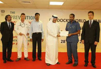 Certificate of Appreciation Award to Dubai Customs: Photo credit Drydocks World