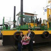 Champagne and flowers for the godmother – while the rest of the firm checks out the dredger (left : Christina Verboon, right Harry Verboon, General Manager);
