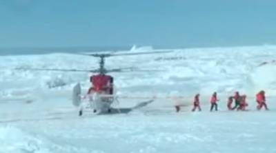 Chinese rescue helicopter lands: Image courtesy of Australian Antarctic Expedition