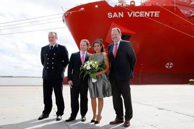 Christening in Montevideo: (left to right) Captain Uwe Köhler, Roland Maier, Sponsor Elisa Maier and Frank Smet, member of the Hamburg Süd Executive Board (Photo: Hamburg Süd)