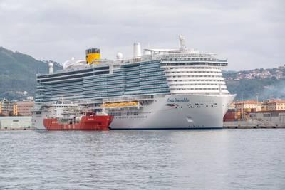 Costa Smeralda loads LNG fuel from the bunkering vessel Coral Methane in the port of La Spezia. (Photo: Costa Cruises)