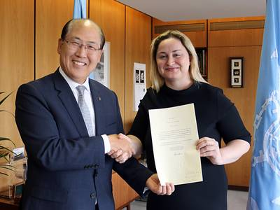 Dilek Ayhan, State Secretary in the Norwegian Ministry of Trade, Industry and Fisheries, hands over the instrument of ratification of the 2010 HNS Protocol to Kitack Lim, Secretary-General, IMO. (Photo: IMO)