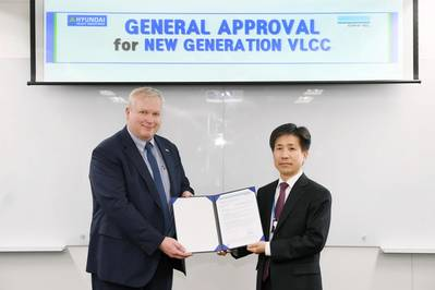 DNV GL Regional Manager for Korea & Japan, Vidar Dolonen, presents the GASA certificate to Seung Ho Jeon, Executive Vice President of HHI, in Seoul. (Photo: DNV GL)