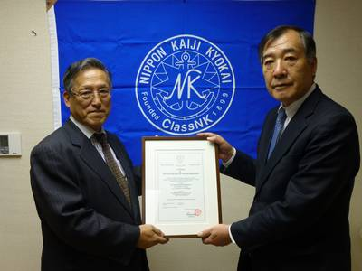 Executive Vice President Koichi Fujiwara (left) with President of Iino Marine Service Co., Ltd Capt. Shigeru Nemoto (right)