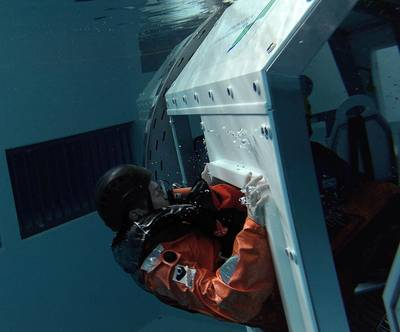Exiting the helicopter underwater escape trainer. Photo: Deutsche WindGuard