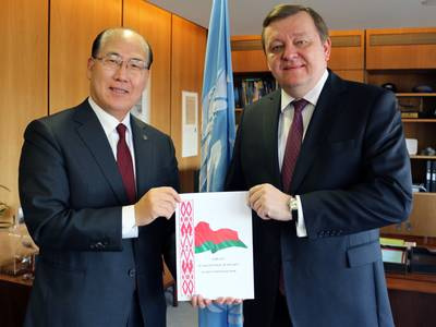 From left: Kitack Lim and Sergei Aleinik (Photo: IMO)