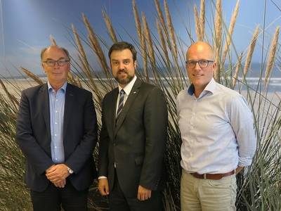 From left to right: Eric Rikken, Managing Director, Vroon; Lennart Ripke, Area Sales Manager, Seagull Germany; and Diederic van Keulen, Head of Crewing, Vroon (Photo: Vroon)