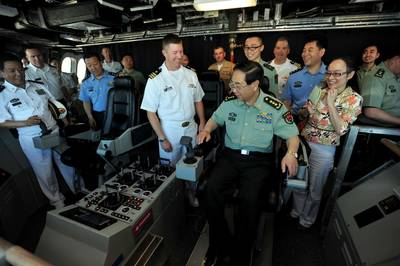 General Fang visits LCS 4: Image USN
