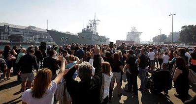 HMAS Melbourne departure: Photo credit RAN