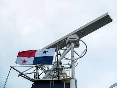 Illustration; Panama flag raised on the mast of a merchant vessel - Image by Alexander - AdobeStock