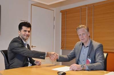 Johan Dasht (CEO, OKG) and Flip van der Waal (Managing Director, Damen Oskarshamnsvarvet). Photo: Damen Shipyards Group