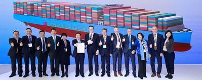 Knut Ørbeck-Nilssen (7th from left), CEO DNV GL – Maritime, presented the certificate to Chen Jun, President of Hudong-Zhonghua (6th from left), at the CSSC booth in Shanghai. The witnesses included Chen Jianliang, Hudong-Zhonghua Chairman (8th from left), and Norbert Kray, DNV GL – Maritime Regional Manager for Greater China (9th from left), alongside executive members from both companies. Photo: DNV GL