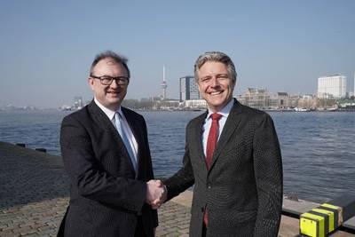 Left: Hendrik-Jan van Engelen, director MCA Brabant, right: Emile Hoogsteden, director Containers, Breakbulk & Logistics Port of Rotterdam. Photo: Marc Nolte, Port of Rotterdam