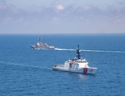 Legend-class U.S. Coast Guard National Security Cutter Munro (WMSL 755) transits the Taiwan Strait with Arleigh-burke class guided-missile destroyer USS Kidd (DDG 100), August 27. (Photo: Kaylianna Genier / U.S. Navy)