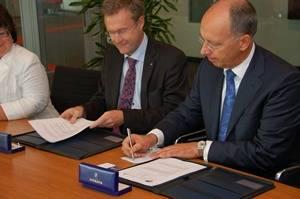 LNG Port Alliance Signing: Photo credit Mark van Schouwen