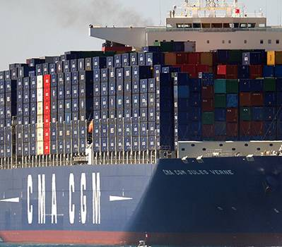 Loaded container ship: Photo CCL