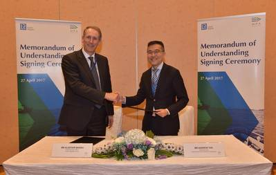LR CEO Alastair Marsh with MPA Chief Executive Andrew Tan following signing of R&D and innovation MoU (Photo:  Lloyd's Register)