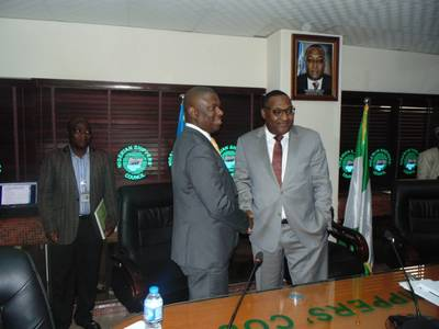 "L-R: The Director General, Nigerian Maritime Administration and Safety Agency (NIMASA), Dr. Dakuku Peterside in a handshake with the Executive Secretary, Nigerian Shippers' Council (NSC), Barrister Hassan Bello during a presentation on ""Introducing the Blue Sea Economy Concept"" by the NIMASA DG to the Management of NSC in Lagos. Photo: NIMASA"