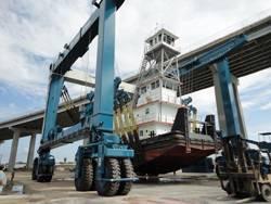 Marine Travelift 600C mobile boat hoist.