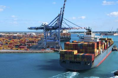 More efficient ports can boost economic growth and job creation in EU coastal regions, say MEPs (©AP Images/European Union-EP)