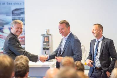 Morten Blix (Herkules) shaking hands with Herbert Ortner (CEO,Palfinger) and Styrk Bekkenes (CEO, Harding Safety) in the background (Photo: Harding Group)
