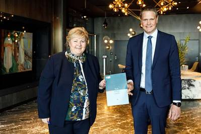 Norway's Prime Minister Erna Solberg with Harald Solberg, CEO of the Norwegian Shipowners' Association (Photo: Norwegian Shipowners' Association)