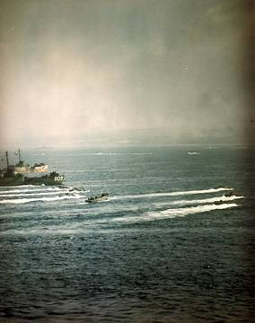 (Official U.S. Navy Photograph, National Archives.)