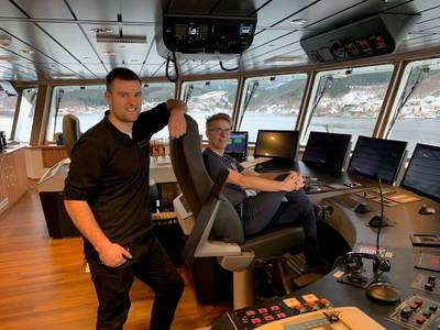 Norsk Fisketransport's new wellboat Reisa is the first vessel in the world to boast Norwegian Electric Systems' fully integrated bridge system Raven INS. From left, chief officer Alexander Mathisen and Skipper Sindre Waagø. Photo: Børge Lorentzen, NFT.