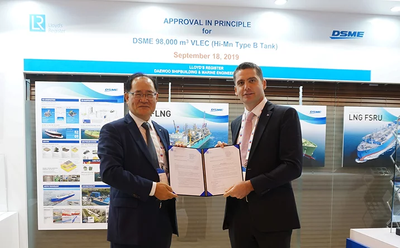 Pictured from left to right: Odin Kwon, DSME Executive Vice President and CTO, with Mark Darley, LR's North Asia President during the AiP ceremony at Gastech 2019 (Houston, Texas) (Photo: LR)