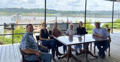 Pictured from left to right: Neil Martin, Carla Jenkins, Sarah Calhoun, Bettye Jenkins, Lauren Lucas, Joshua Knichel (Photo: Terral RiverService)