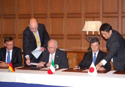 Pier Luigi Foschi, Chairman & CEO of Costa Crociere, (center) and Hisashi Hara, Director, Executive Vice President and General Manager of Shipbuilding & Ocean Development business of MHI (second from right) sign the contract.