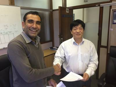Prasheen Maharaj (left), CEO of Southern Africa Shipyards, seals the deal with Ye Fengsheng of China Shipbuilding Trading Company. (Photo courtesy of SAS)