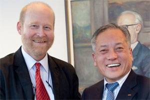 Prof. Dr.-Ing. Gerhard Jensen (CEO of Schottel) and Kang-Sik Rhee (President and CEO of STX Heavy Industries) after signing the agreement.