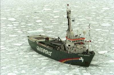 Arctic Sunrise (Photo: Jeremy Sutton-Hibbert / Greenpeace)