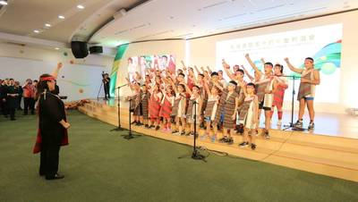 Evergreen Group's 50th anniversary celebration on September 01 commenced with a performance by the choir of the Yihsing branch of Jiahsing Elementary School, presenting best wishes with their sublime singing.  The choir is a gold medal winner at the 31st Franz Schubert Choir Competition in Vienna. Photo: Evergreen