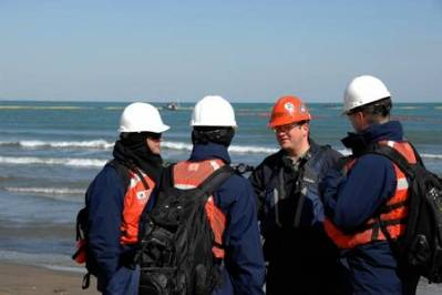 Response team meeting: Image courtesy of USCG