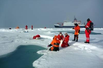 Polarstern Backdrops Scientific Expedition: Photo credit Alfred Wegener Institute