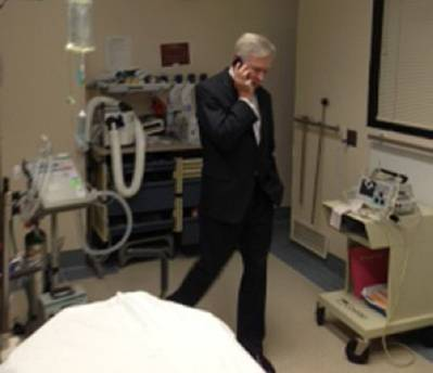 SECNAV at the hospital calls Obama: Photo courtesy of USN