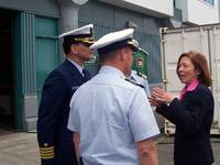 Senator Cantwell meeting with U.S. Coast Guard personnel on Washington waterfront (photo: Senator Cantwell's WEB site)
