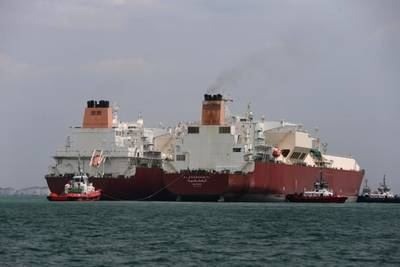 Ship to ship LNG transfer: Photo courtesy of Qatargas