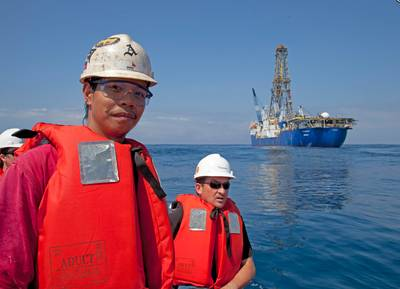 Team members with JOIDES Resolution background: Photo credit IODP Expedition