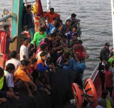 Thai Marine Police board fishing vessel: Photo credit ILO