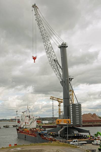 The LHM 800 on the specialized RoRo vessel (Photo: Liebherr)