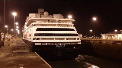 The Panama Canal facilitated this Sunday the transit of Holland America's MS Zaandam and MS Rotterdam cruise ships (Photo: Panama Canal Authority)