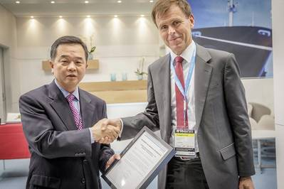 Tor E. Svensen, CEO of DNV GL – Maritime, presents Yoon Moon-kyoon, Senior Executive Vice President & COO of HHI's Shipbuilding Division, with the Approval in Principle certificate for the SkyBench concept. (Photo: DNV GL)