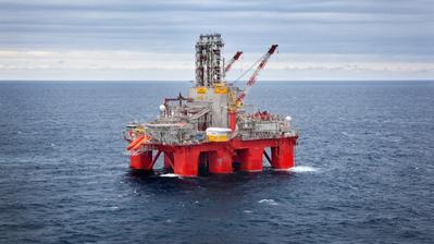 The Transocean Spitsbergen drilling rig. (Photo: Kenneth Engelsvold)