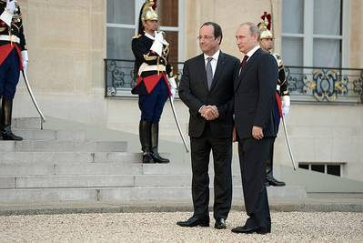 Vladimir Putin with Francois Hollande (Photo courtesy Putin's personal website)